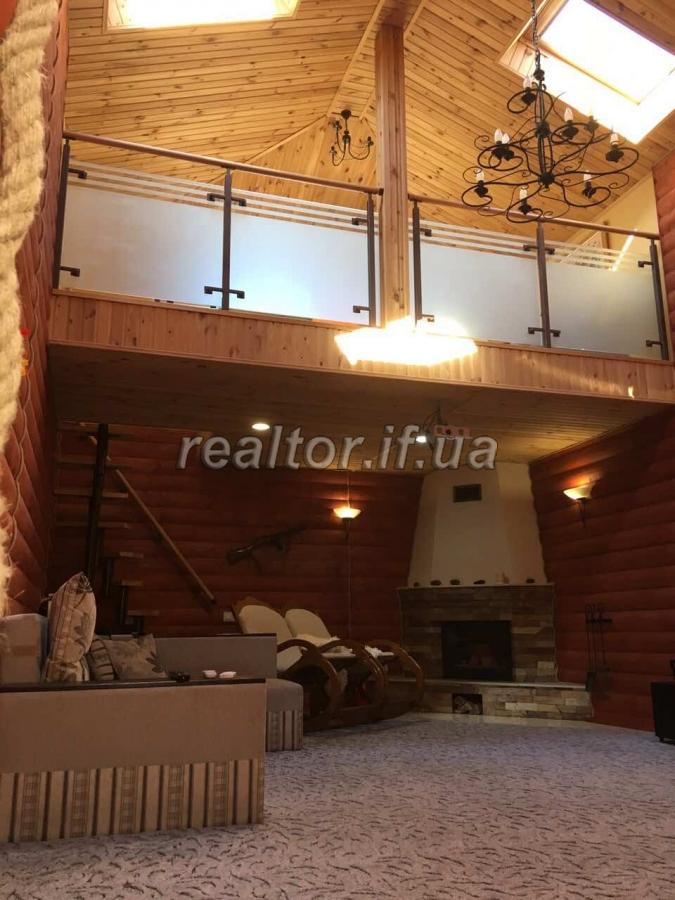 Zwei Ebenen Wohnung Mit Designer Renovierung Und Terrasse In Der