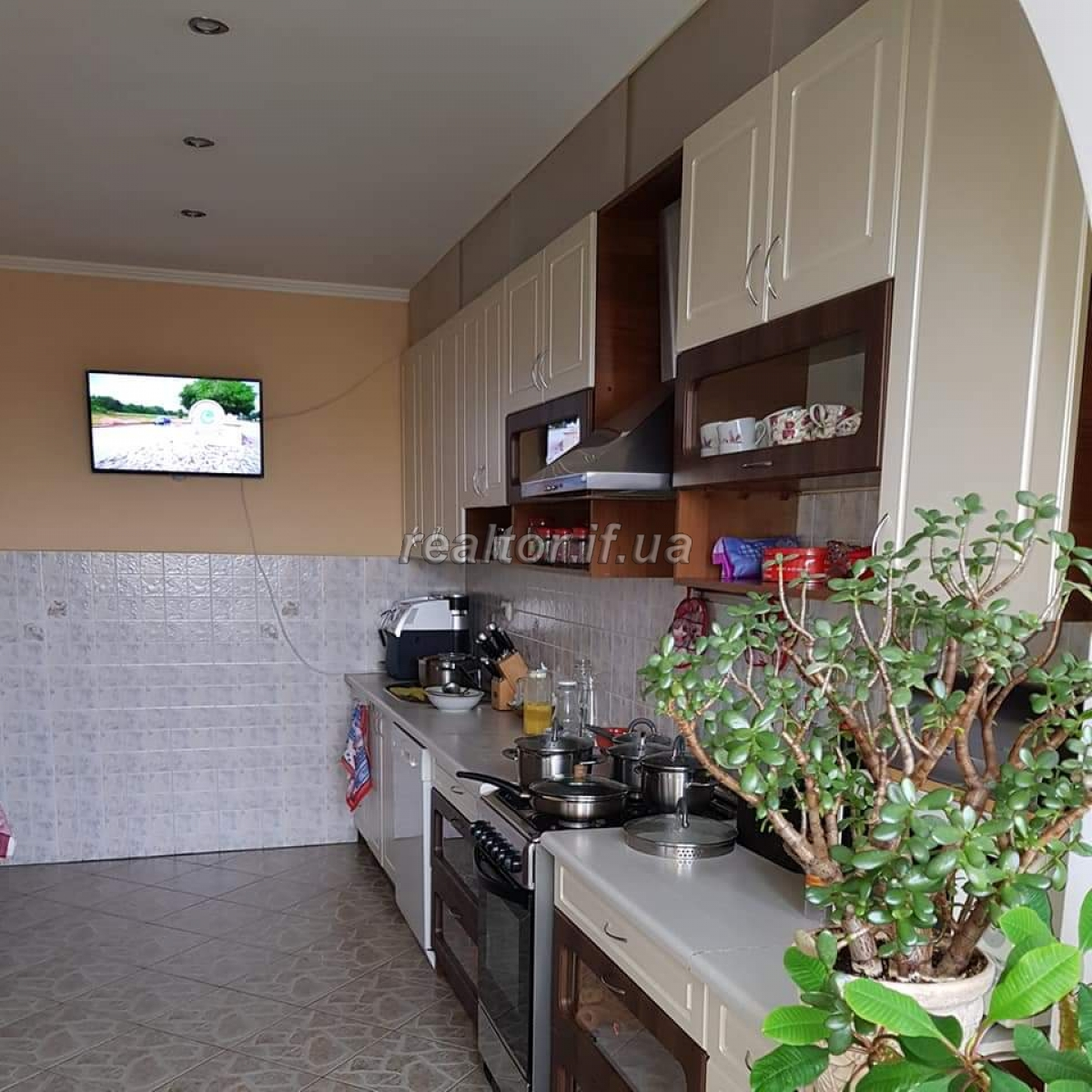 Apartment with renovated and furnished apartment in a residential building on the street Fedkovych