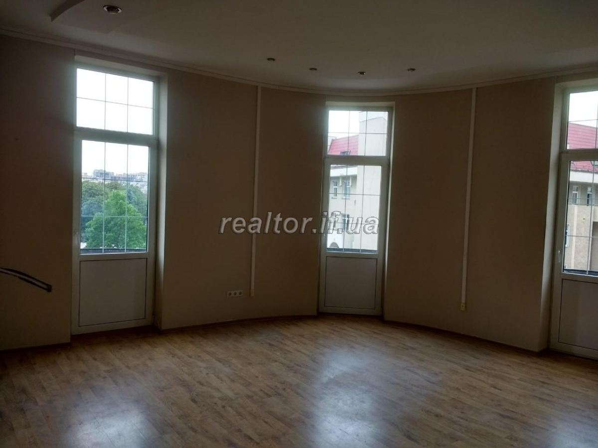 Office for rent in the city center on Stometrivka