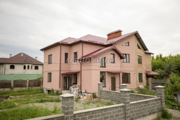 The semi-detached house with its own land and garage in the Ivano-Frankivsk sleeping disdrict