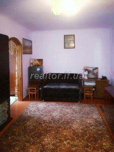 For sale 3 bedroom apartment in a large green yard on Krivonos fork near the center