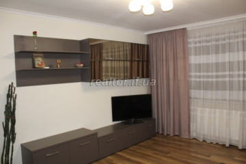 For sale two bedroom apartment renovated on the street Pasichna