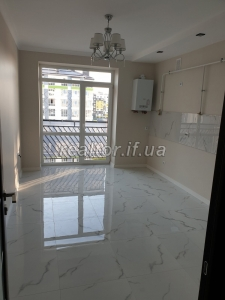 Spacious two-bedroom apartment for sale on Dovzhenko Street with quality renovation
