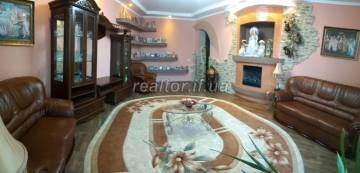 For sale a large two-level apartment in a rented and populated house in the central part of the city