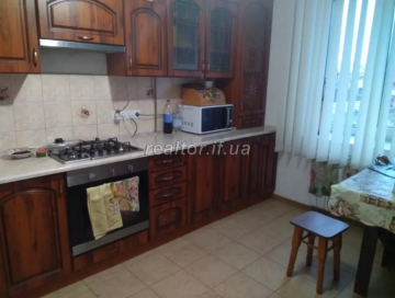 For sale a large apartment in a building that has been rented and populated in the Pasichna Microdistrict on Trolleybus Street