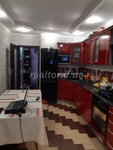 For sale a large apartment with modern repair in a building that has been rented and populated in the Pasichnaya neighborhood on Halytska Street