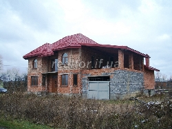 Urgently for sale a nice mansion in the suburbs of Ivano-Frankivsk
