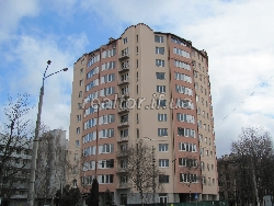 A large two-level apartment is raw in the center under the luxury housing along the street Sakharov